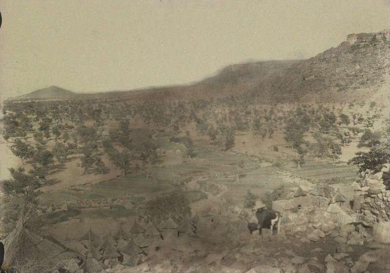 1-2 [Village, paysage, berger : vue du haut du village]