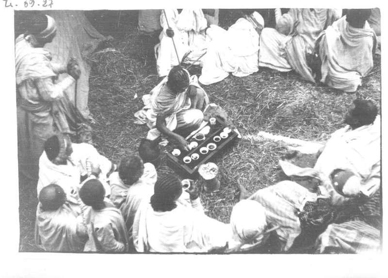 [Ethiopie - 8 octobre 1932]  - (Taureau) 11h59  -  Distribution de café.