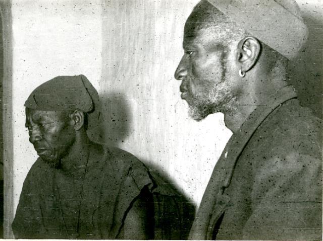 Ambara et Akundyo (guérisseur). 1956 (Photographie Blaise Calame)
