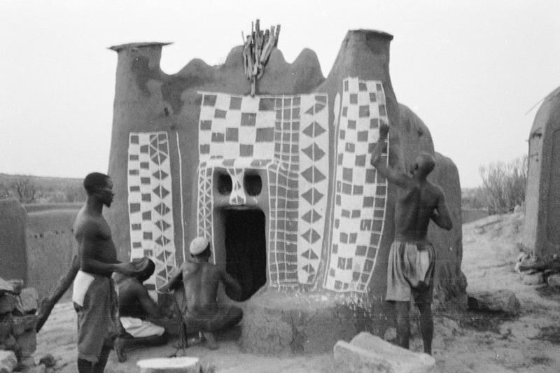 Réfection de la façade du sanctuaire binuà Sanga Ogolda  -