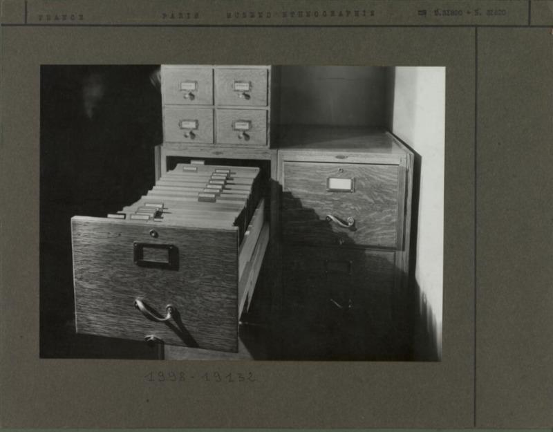 Tiroir de la photothèque du Musée d'ethnographie en 1931