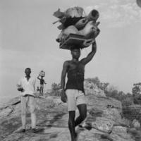 Guloungo - Les porteurs au sommet