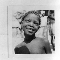 Jeune garçon souriant (« types fali »)